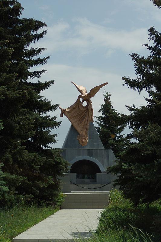 http://www.pomnite-nas.ru/img/213/200811151622150.ostr_mogila.jpg